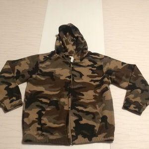 Tough skins boys camo hoodie size L(6-7)
